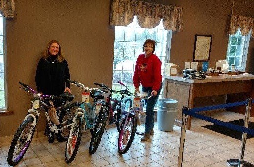 Genesis10 Troy Delivery Center donates to Toys for Tots